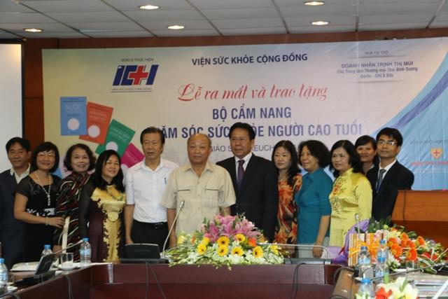 Lễ ra mắt và trao tặng giáo trình chăm sóc sức khỏe người cao tuổi