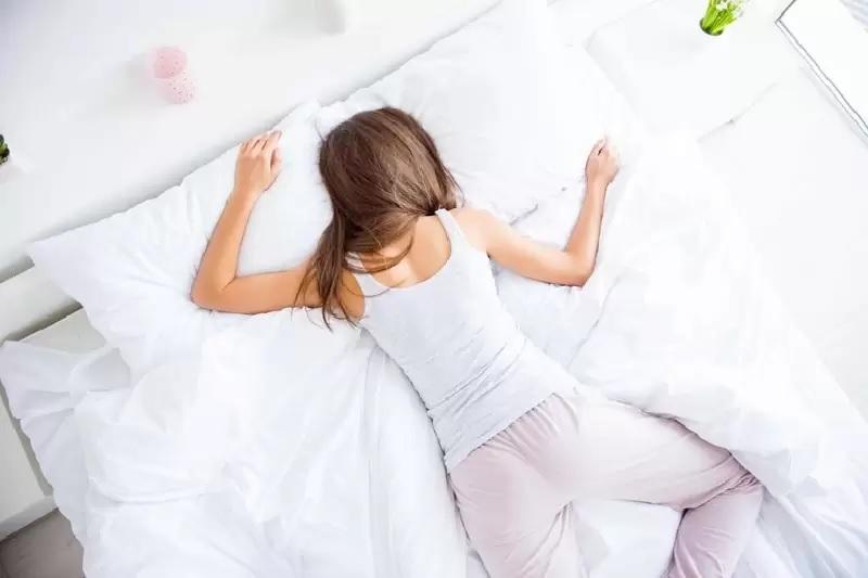 Nguyên nhân buổi sáng ngủ dậy hay bị đau lưng