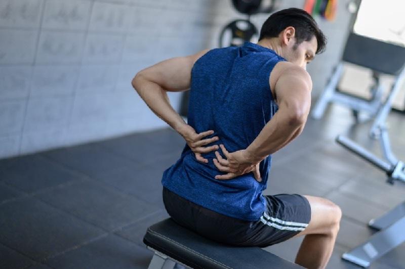 tập gym bị đau lưng