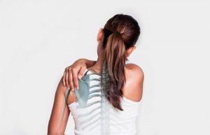 đau vùng lưng dưới bả vai